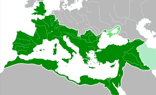 O Império Romano em 117 DC atingiu sua extensão máxima (5.900.000 km²), após a conquista da Dácia, pelo imperador Trajano.