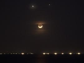 Vênus, Júpiter e a Lua nos céus da Ásia {1}