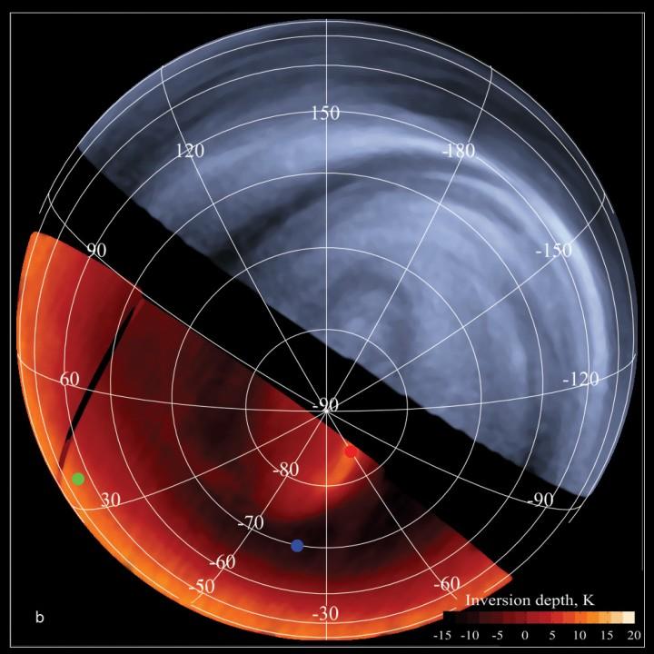 Usando a Venus Express é possível comparar como Vênus se mostra em diferentes comprimentos de onda, dando aos cientistas uma ferramenta poderosa para estudar sua turbulenta atmosfera. Na parte inferior, à esquerda, vemos um mapa diferencial de temperaturas (não são valores absolutos) das nuvens venusianas no topo da atmosfera, derivadas do espectrômetro VIRTIS (Visible and Infrared Thermal Imaging Spectrometer), no lado noturno do planeta. Quanto mais escura a região, mais frias são as nuvens superiores. Na parte superior, à direita, vemos uma imagem em ultravioleta do lado diurno de Vênus, capturada pela câmera VMC (Venus Monitoring Camera), simultaneamente com a visão infravermelha do lado noturno. O ultravioleta revela a estrutura das nuvens e as condições dinâmicas na atmosfera, enquanto que o infravermelho fornece a informação sobre a temperatura e altura das nuvens superiores. Créditos: VMC ultravioleta: ESA/MPS/DLR/IDA  VIRTIS infravermelho: ESA/VIRTIS/INAF-IASF/Obs. de Paris-LESIA