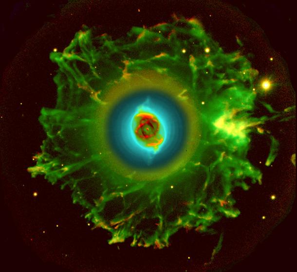 NGC 6543, a Cat`s Eye Nebula (Nebulosa do Olho do Gato), obtida com o telescópio de 2.56m NOT, por R. Corradi e D. R. Gonçalves (em 2002). A imagem, capta a emissão em NII (vermelho) e em OIII (verde e azul). A dimensão da imagem é de 3,2 x 3 minutos de arco. O processamento da imagem destaca detalhes da parte interna brilhante revelando simultaneamente os tênues anéis concêntricos e o halo filamentar. {4} Portal do Astrônomo