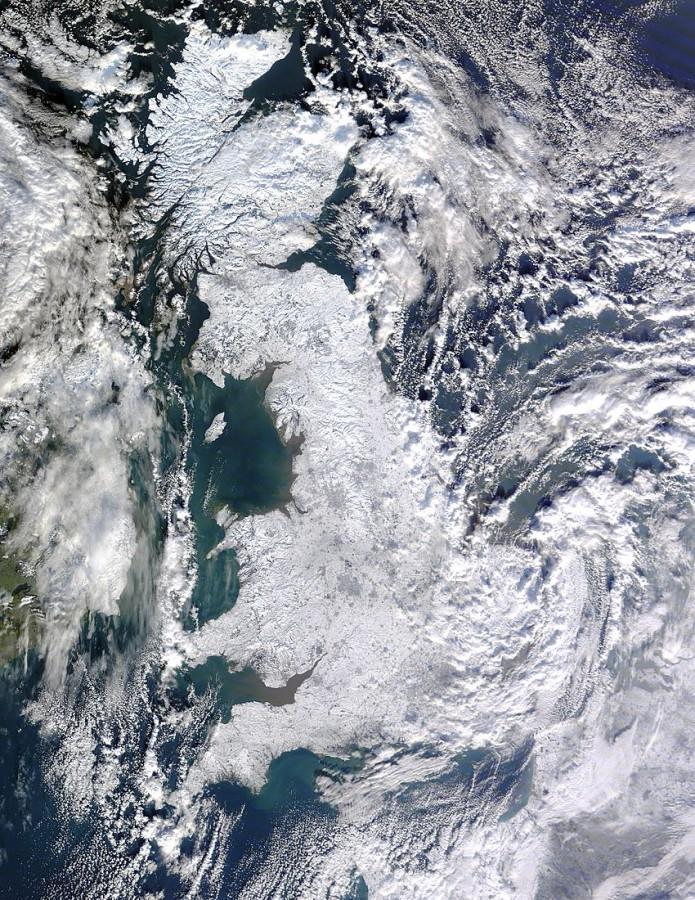 A Grã-Bretanha em 07 de janeiro de 2010, vista do satélite TERRA, da NASA mostra a ilha inteira coberta de neve.