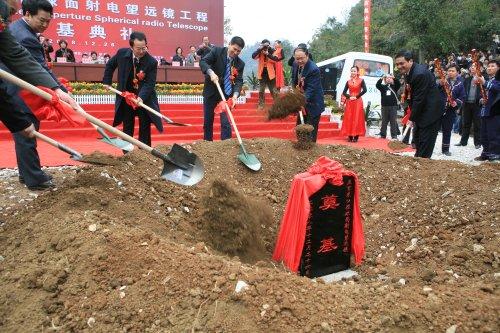 A cerimônia que simbolizou o início da construção do FAST