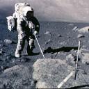 O astronauta Harrison Schmidt coletando amostras na missão Apollo 17. Crédito: NASA