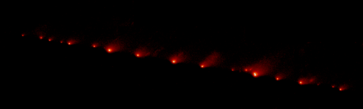 Fragmentos do cometa Shoemaker Levy 9 em 17-05-1994. Crédito: NASA/Hubble Space Telescope