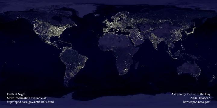 A Terra Vista do Espaço à Noite (*) - dê um clique na imagem para ver a versão em alta resolução