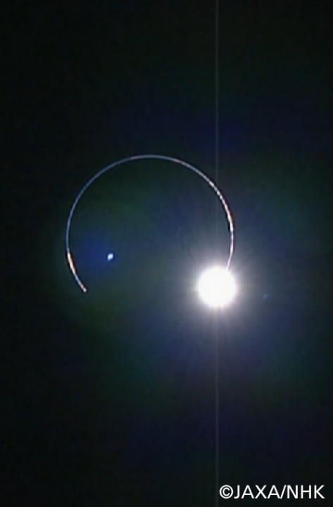 Kaguya fotografa o anel de diamante