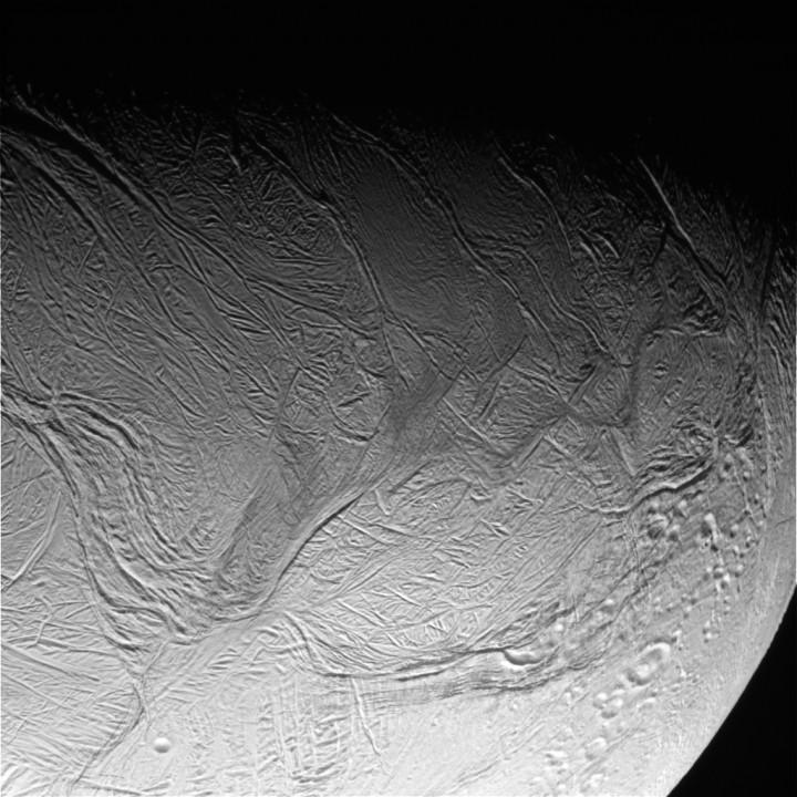 Cassini passou bem perto da lua Encedalus {3}