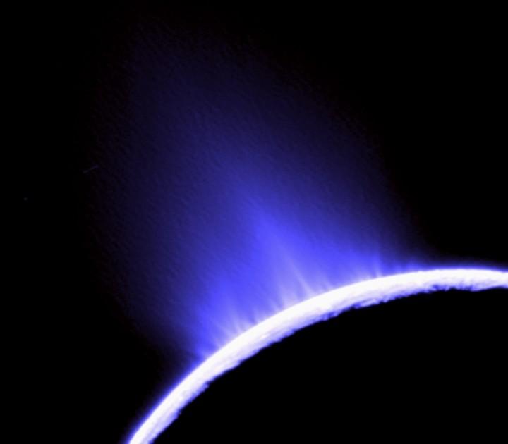 Os jatos d'água lançados nas erupções dos gêiseres de gelo em Enceladus {2}