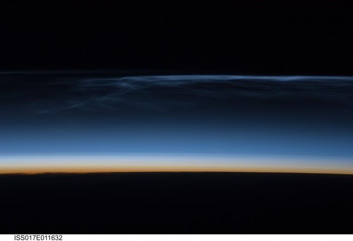 Nuvens noctilucentes fotografadas pela Estação Espacial Internacional
