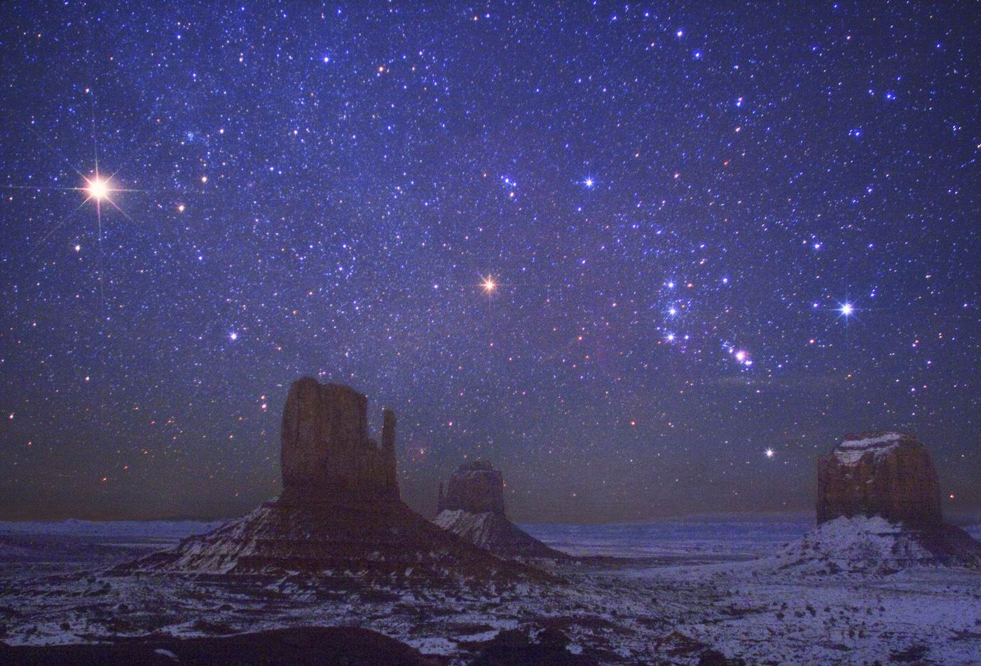 Marte e Órion em Monument Valley, Arizona. Crédito ©: Wally Pacholka (Astropics.com)