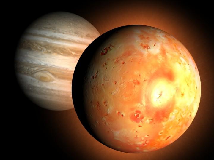 A massa gigante de Júpiter somada a pequena distância orbital de Io, expõe esta lua a intensas forças gravitacionais. Estas forças constantemente deformam a Io, gerando a energia que alimenta o seu vulcanismo. Crédito: V. Lainey/IMCCE - Observatório de Paris