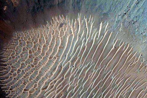 Evaporação na Região de Coprates (ESP_012611_1650). Crédito: NASA/JPL/University of Arizona