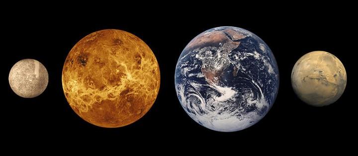 Os planetas telúricos: Vênus tem um diâmetro de 95% do da Terra e 81,5% da sua massa, mas não tem luas. Quais seriam as razões?