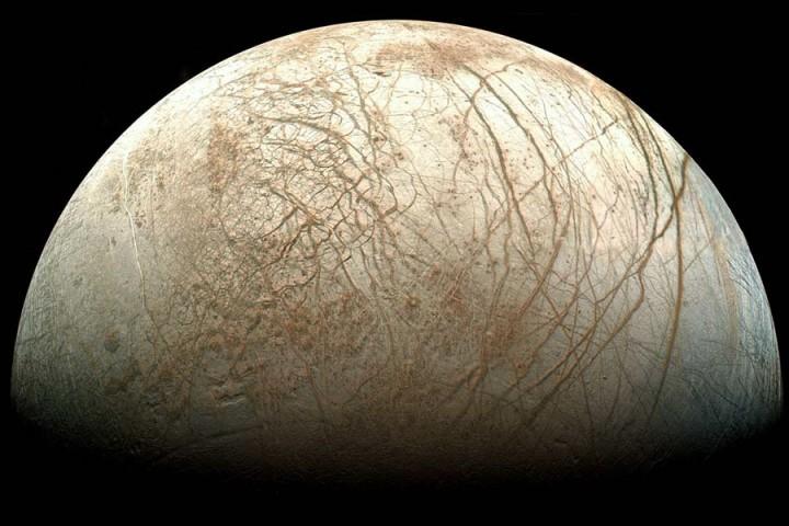 Europa fotografada pela sonda robótica Galileu