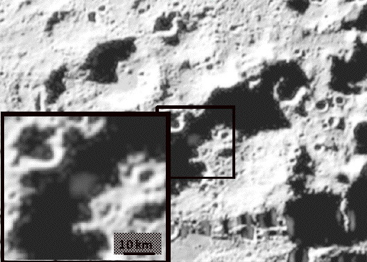 Imagem da câmara no vísivel, que mostra a pluma de detritos, cerca de 20 segundos após o impacto da LCROSS na Lua. Crédito: NASA