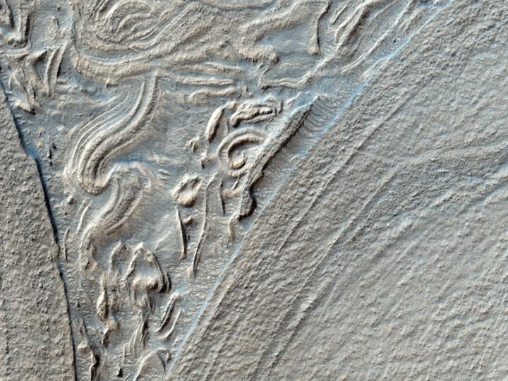 IMAGEM 1: (ESP_016022_1420) interessantes contornos em alto-relevo na bacia de Hellas em Marte. Crédito: NASA / JPL / Universidade do Arizona / HiRISE