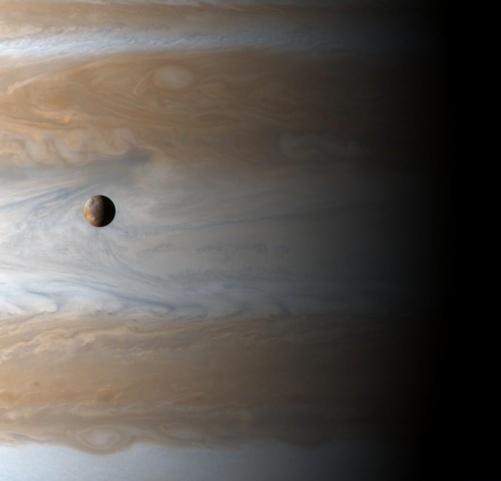 Io em trânsito sobre Jupiter