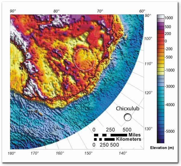 Mapa mostra a cratera de Wilkes Land na Antártida. À direita vemos o tamanho relativo da cratera Chicxulub (círculo). Crédito: Ohio State University