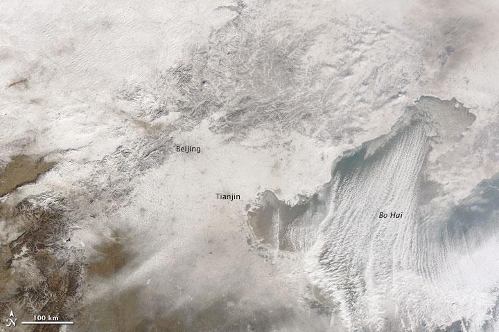 O satélite Terra mosta como a neve se alastrou no leste da China em 04 de janeiro de 2010.