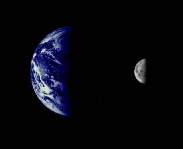 A Terra e a Lua em montagem feita a partir de imagens da sonda Mariner 10, que se dirigia para Vênus e Mercúrio em 1973. A Terra e a Lua estão em escala real de tamanho. Crédito: NASA