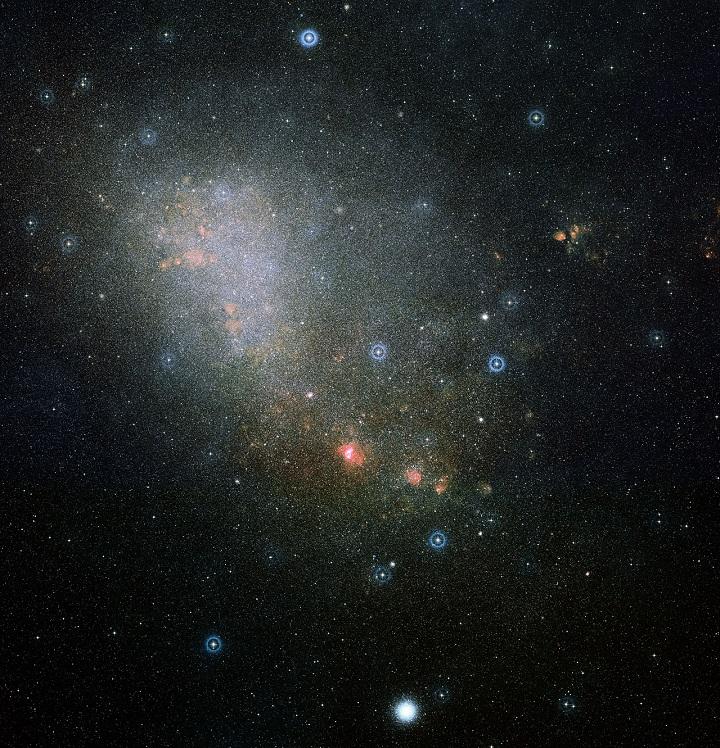 Imagem da área em volta da NGC 346.  Crédito: ESO/Digitized Sky Survey 2/Davide De Martin