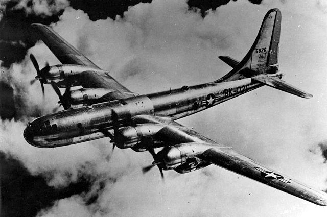 Boeing B-50A-15-BO (S/N 46-026) em vôo (similar ao Lucky Lady)