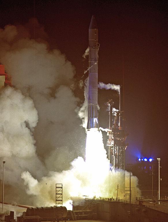 O foguete Atlas Centaur 27 com a Pioneer 10 na plataforma de lançamento que se deu em 03 de março de 1972. Crédito: NASA