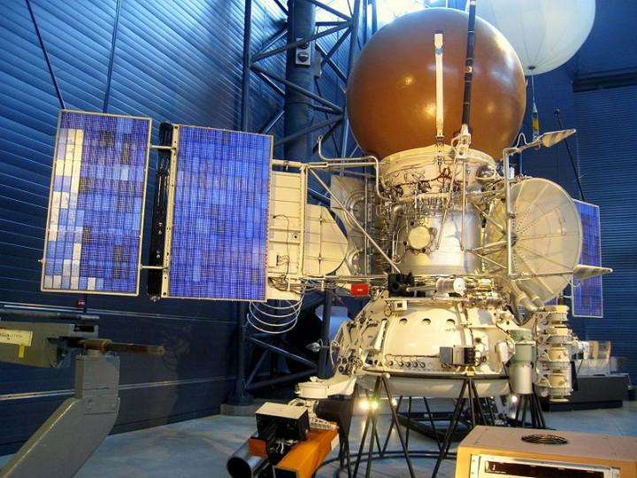 Modelo da sonda Vega em exibição no Centro Udvar Hazy