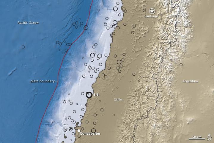 Imagem mostra a distribuição da magnitude dos tremores provocados pelo terremoto de 8,8 na escala Richter ocorrido no Chile. A linha vermelha (plate boundary) mostra o limite entre as placas tectônicas de Nazca e da América do Sul. Os círculos mostram as diferentes magnitures conforme a escala abaixo, variando de 4 a 8. Crédito: vide abaixo nas fontes *