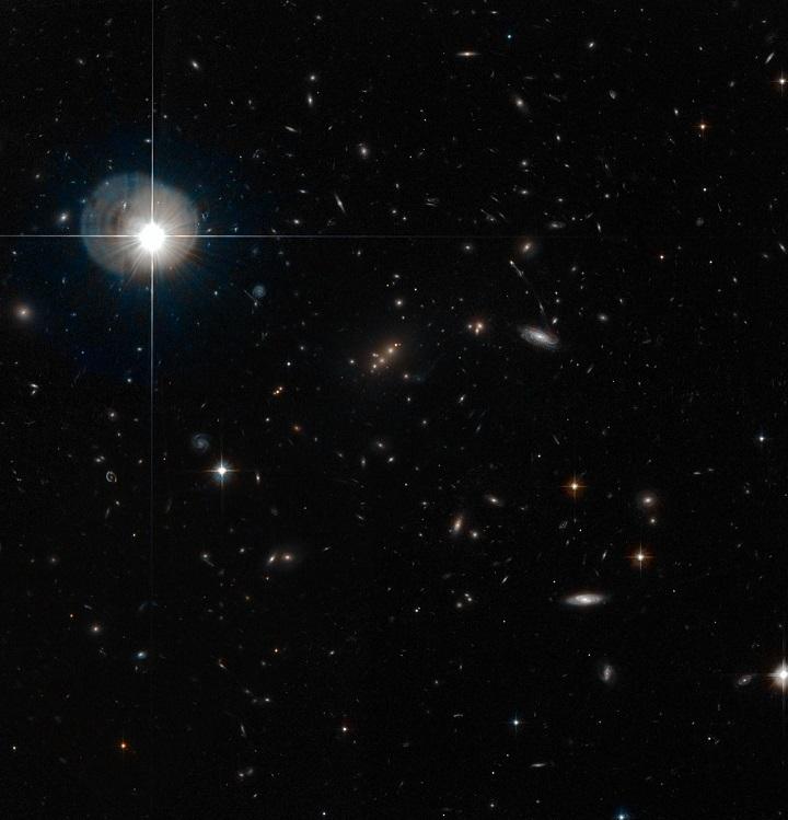 eso1012e aglomerado galáctico MACS J2135-010217