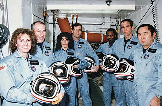 A tripulação da Challenger (Christa McAuliffe, Greg Jarvis, Judy Resnik, Dick Scobee, Ron McNair, Mike Smith e El Onizuka) morreu tragicamente na explosão de sua nave espacial durante o lançamento da missão STS-51-L a partir do Centro Espacial Kennedy cerca de 11:40, EST, em 28 de janeiro de 1986. A explosão ocorreu após 73 segundos de vôo, como resultado de um vazamento em um dos dois 'Solid Rocket Boosters' que inflamou o principal tanque de combustível líquido.