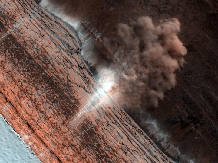 Avalanches de 12 de janeiro de 2010 capturadas pela HiRise
