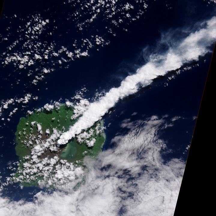 O vulcão de Gaua, Monte Garet, em erupção libera pluma de cinzas, Vanuatu. Crédito: NASA Earth Observatory por Robert Simmon, através da câmera ALI no EO-1 da NASA