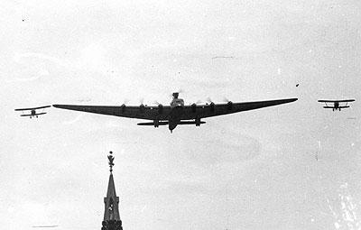Tupolev ANT-20 o maior avião do mundo nos anos 30