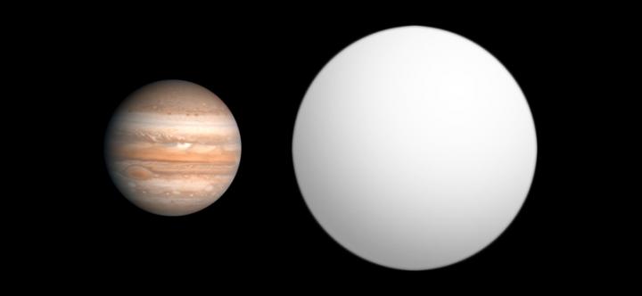 Comparação dos tamanhos de WASP-12b (à direita) e Júpiter.