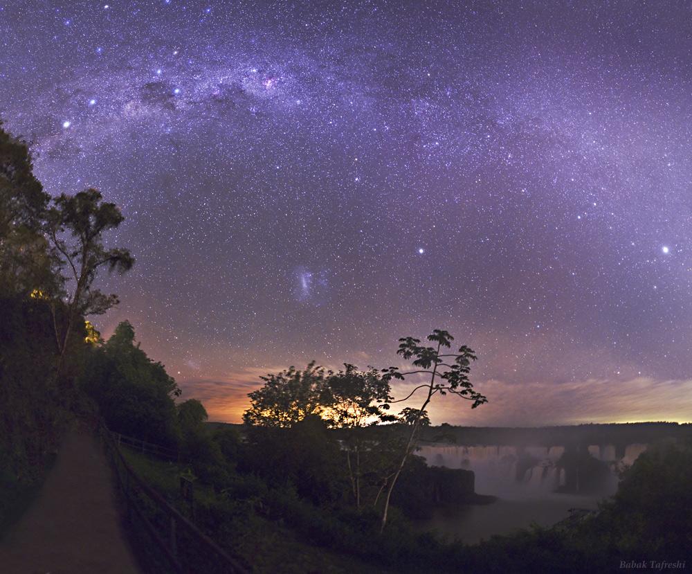http://apod.nasa.gov/apod/image/1005/IguacuNight-tafreshi.jpg