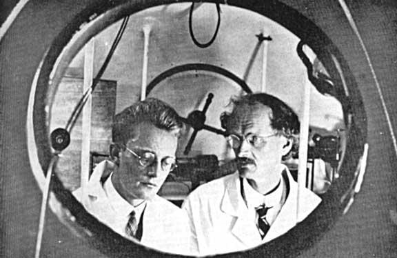Auguste Piccard e Paul Kipfer levantam vôo em 1931 para estabelecer um recorde