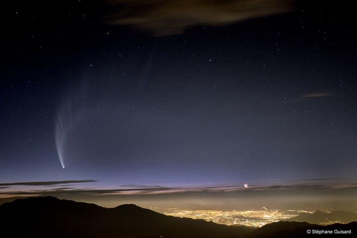 O Comet McNaught, possivelmente oriundo de material de outro sistema estelar, de acordo com os recentes estudos de Levison e equipe. Crédito da imagem: Stéphane Guisard