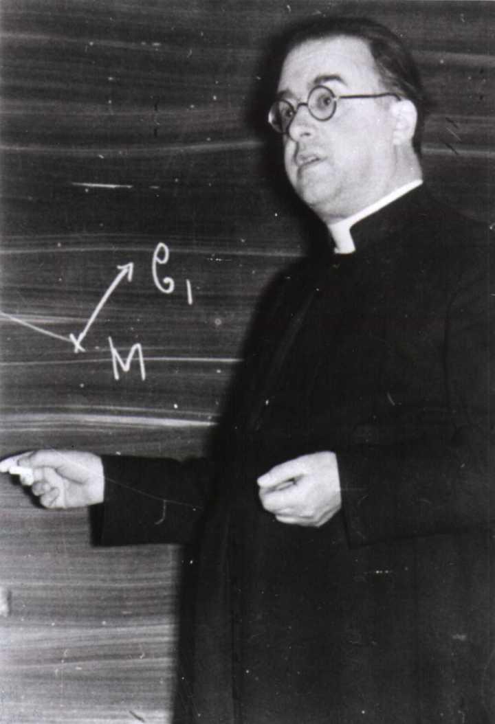 Padre jesuíta, físico e matemático Georges-Henri Édouard Lemaitre