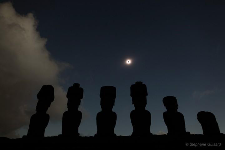Eclipse na Ilha da Páscoa por Stéphane Guisard ©'