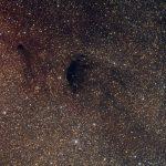 Ray Gralak flagrou Plutão transitando em frente à nebulosa escura Barnard 92