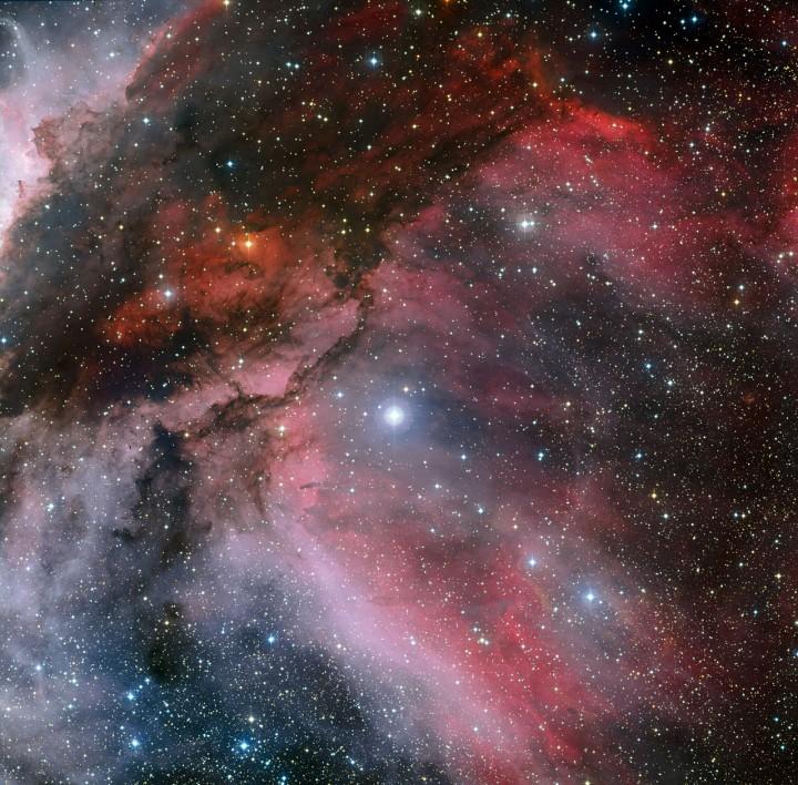 A estrela WR 22 ao centro se destaca na nebulosa Carina. Crédito: ESO