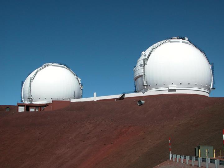 O Observatório Keck em Mauna Kea, Havaí, é composto de dois telescópios gêmeos, cada um com um espelho de 10 metros.