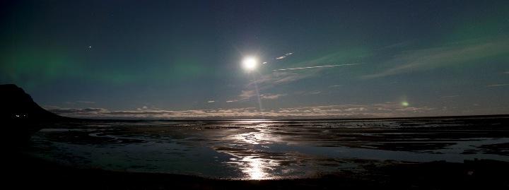 Sævar Helgi Bragason: uma imagem de Bardastrond, Islândia publicada na Spaceweather.com (24 de agosto de 2010)