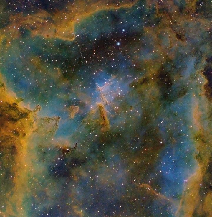 IC 1805 - Fantásticas formações de nuvens na Nebulosa do Coração reveladas por Derek Santiago ©