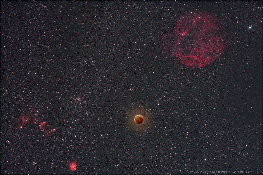 http://apod.nasa.gov/apod/image/1012/solsticeeclipse_lodriguss.jpg