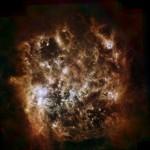 Observatórios espaciais Spitzer e Herschel combinam imagens para revelar detalhes intrigantes da Grande Nuvem de Magalhães no infravermelho