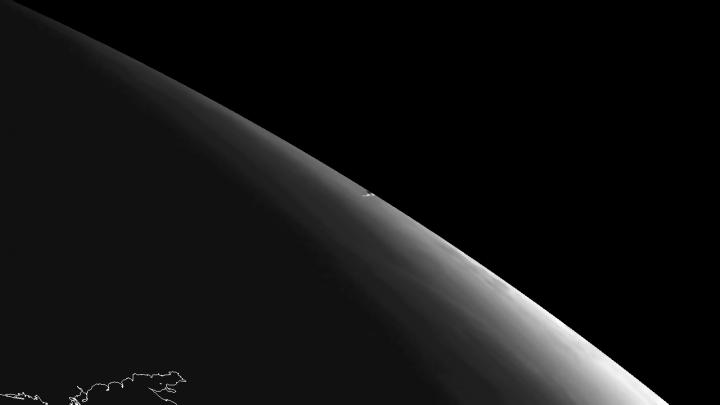 Trilha de Vapor deixada pelo objeto que caiu na Rússia. A imagem foi capturada pelo  instrumento SEVIRI a bordo do satélite geoestacionário  Meteosat-10 da Eumetsat. Crédito: Eumetsat