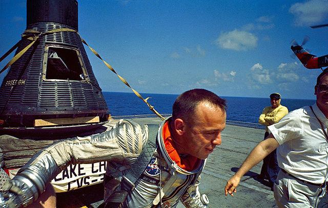 Alan Shepard de volta ao solo. Missão cumprida!
