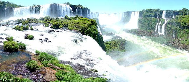 Cataratas do Iguaçu, lado brasileiro (23 de dezembro de 2007). Crédito: Martin St-Amant - Wikipedia